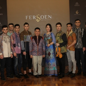Ferry Sunarto, Vanessa Gau Jing, German Dmitriev, posing with the models of the show