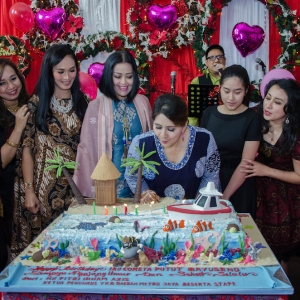 Coreta Kapoyos blows the candles on the decorated cake
