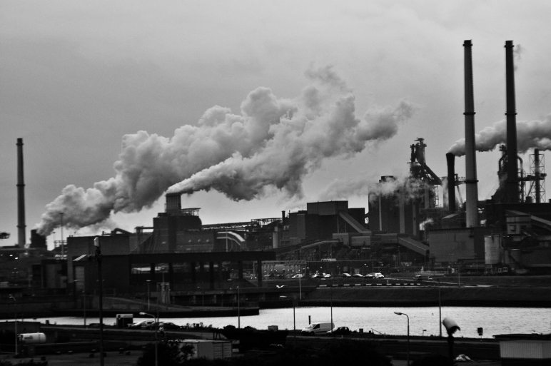 air-pollution-black-and-white-clouds-682078.jpg