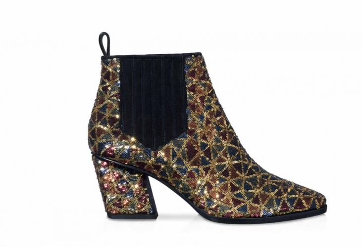 <strong>Skyscraper Glitter Ankle Boots in Silk Satin and Sequins</strong>&lt;p&gt;&lt;span&gt;Taking inspiration from skyscrapers, the Skyscraper ankle boots become the attention-grabbing element according to Roger Vivier&#039;s aesthetics.&amp;nbsp;Crafted from silk satin and covered in multicoloured micro sequins arranged in a Prismick mosaic pattern and featuring a tapered toe, slanted heel, side elastic insert and leather outsole, the Skyscraper ankle boots will make you shine.&lt;/span&gt;&lt;/p&gt;<div>£ 1350</div><div></div>