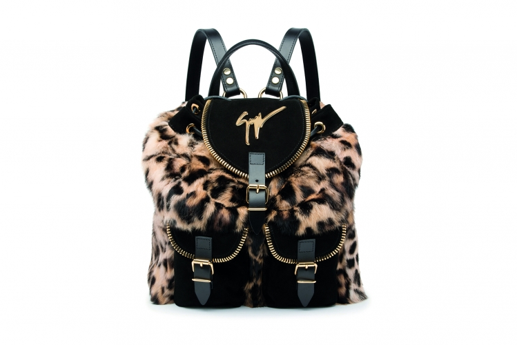 <strong>Leopard Backpacks</strong>&lt;p&gt;&lt;span&gt;Authentic made in Italy with double adjustable leather shoulder straps and single leather top handle. This fashionable backpack features front flap with magnetic closure, rawstring closure under front flap, zipper trim, and leather bottom panel.&lt;/span&gt;&lt;/p&gt;<div>Rp 20.799.100</div><div></div>