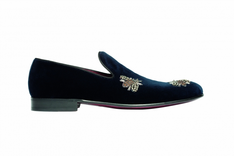 <strong>Dolce and Gabbana Bee Loafer</strong>&lt;p&gt;Made out of satin matelass&amp;eacute; insole and leather sole decorate with&amp;nbsp;Rhinestone bee embroidered at front made this loafers so stylish and edgy. Featuring blake construction with embroidered cotton velvet made this loafers as a must have list to every man.&lt;/p&gt;<div>$1,375.00</div><div></div>