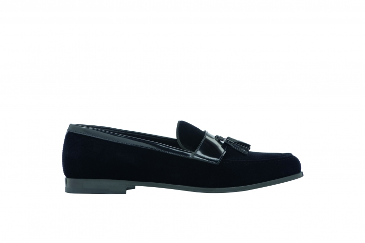 <strong>Giorgio Armani Slip On</strong>&lt;p&gt;Design with a stylish tassels that complement the look of the loafers. Made out of 50% Viscose, 50% Wool and it has a solid color along with the leather/rubber sole. This loafers also features round toeline which made it more comofrtable.&lt;/p&gt;<div>$310.00</div><div></div>