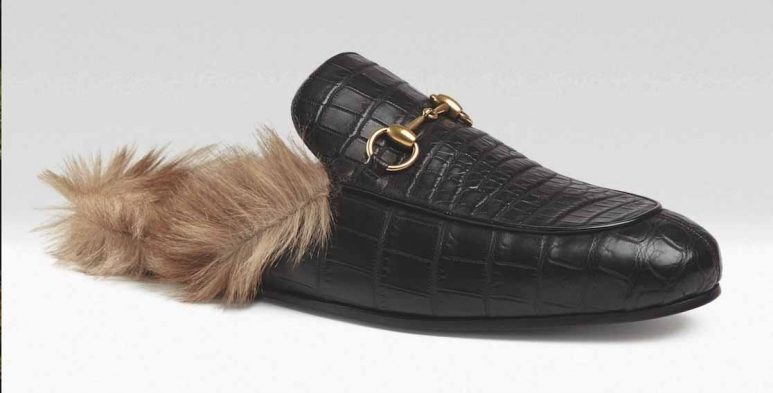 <strong>Gucci Loafers</strong>&lt;p&gt;&lt;span&gt;This Gucci Loafers is super stylish yet resemble the high fashion to the whole new level.&amp;nbsp;A black leather loafer fully lined with kangaroo and finished with our signature horsebit detail.&lt;/span&gt;&lt;/p&gt;<div>$990.00</div><div></div>