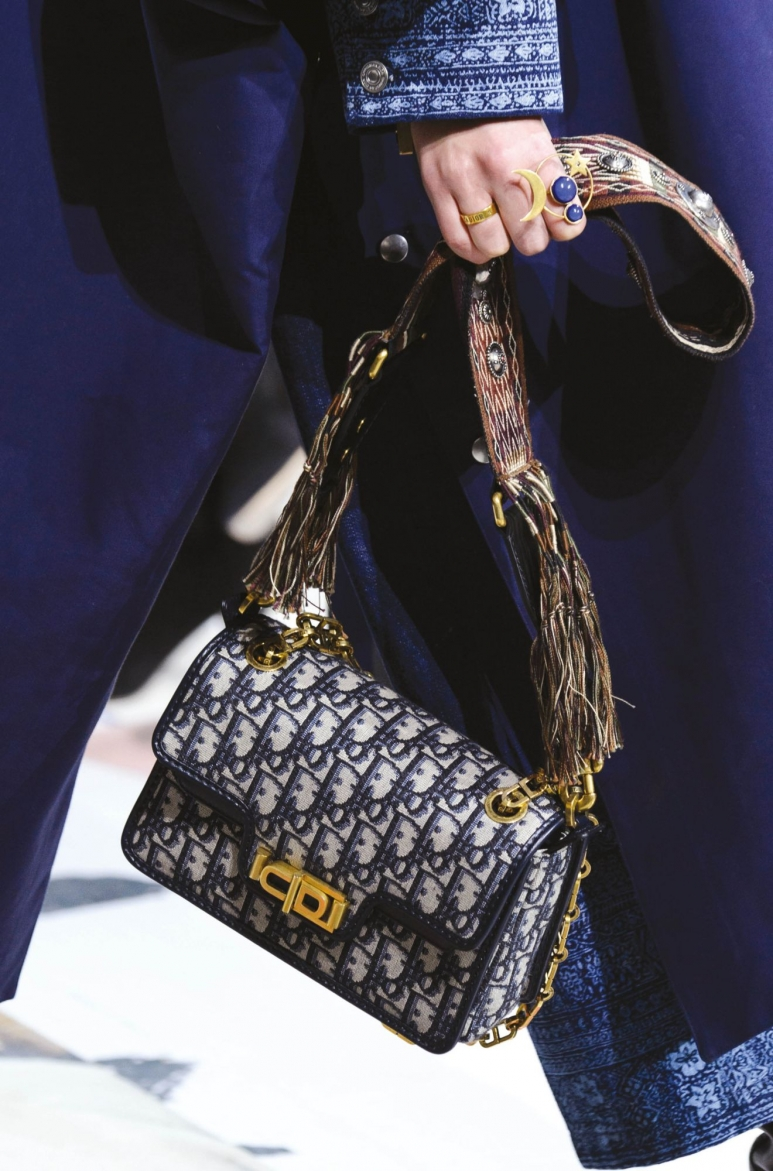 27164222-Dior-RestImages-5000x3300_resized_1320x2000.jpg