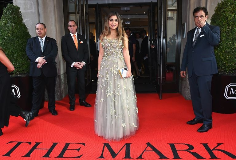 isha-ambani-leaves-from-the-mark-hotel-for-the-2017-rei-news-photo-675634504-1544500552.jpg