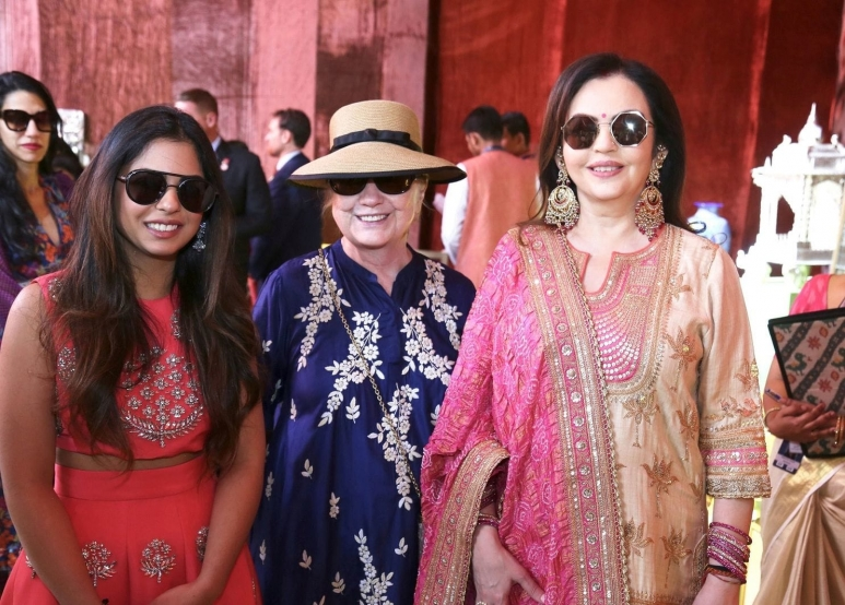 isha ambani nita and hilary clinton.jpg